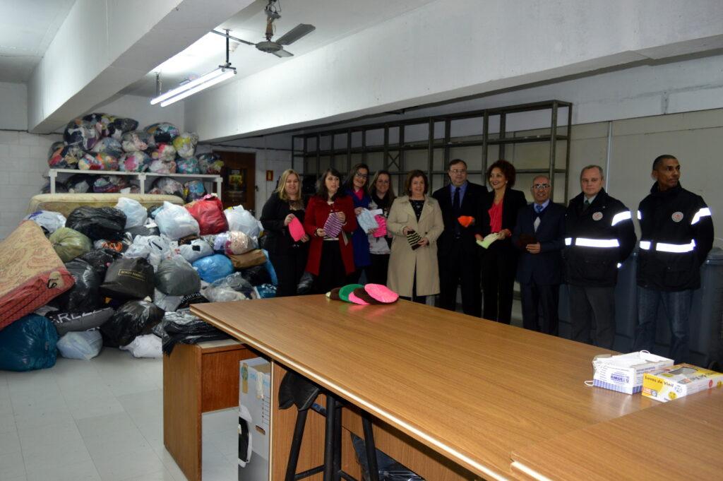 SESCON-RS - Entrega de alimentos e agasalhos do SESCON-RS para o Governo do Estado
